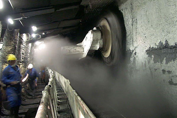 An example of dust control in a longwall mine