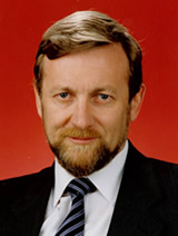 Senator Gareth Evans (ALP, Vic) who praised the expedited procedures for their lack of 'mumbo jumbo' (Source: Commonwealth Parliamentary Handbook)