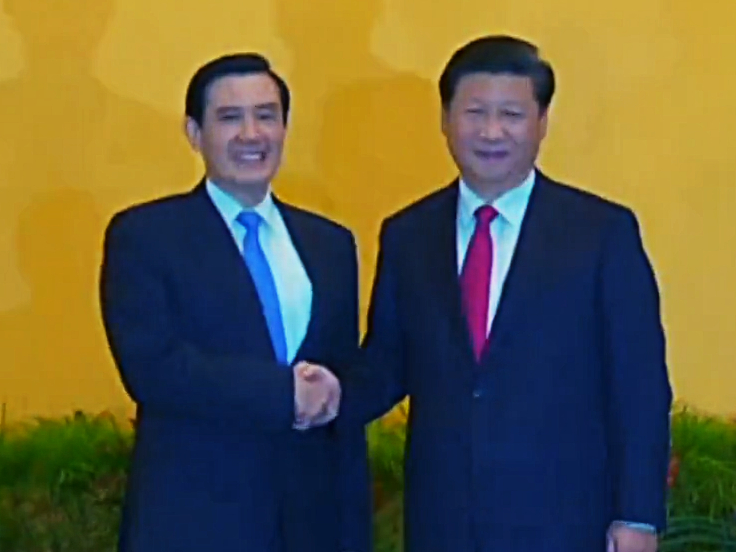 ROC leader Ma Ying-jeou (left) and PRC leader Xi Jinping (right) shake hands during a meeting at the Shangri-La Hotel in Singapore.
