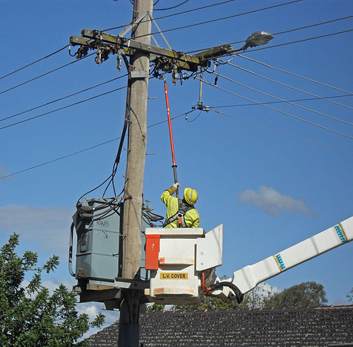 Country Energy linesmen closing the circuit