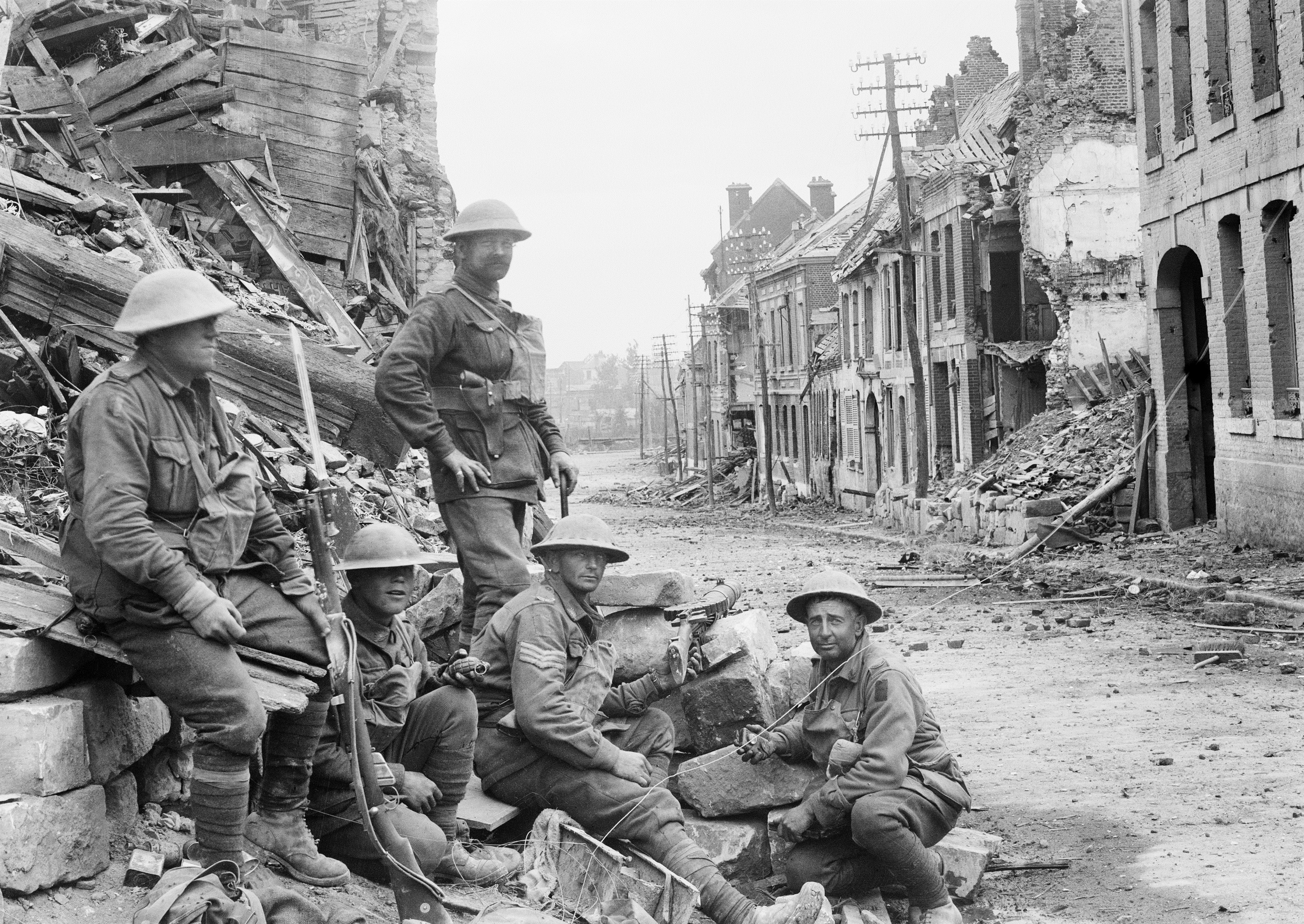 Members of the 54th Infantry Battalion in Peronne, the day after the battle, 2 October 1918; image courtesy of the Australian War Memorial.