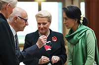 Pamille Berg AO (Art and Craft Program Coordinator for the Parliament House architects), Romaldo Giurgola AO, the Speaker and Aung San Suu Kyi