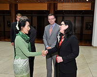 Aung San Suu Kyi meets Bronwyn Notzon, Usher of the Black Rod