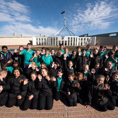 School children at the front of Parliament House